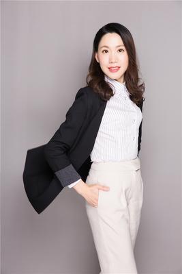 杨欢容,广州大学法学学士。 辅修国际金融专业。十年私募基金管理工作经验,主要负责公司合规与风控。